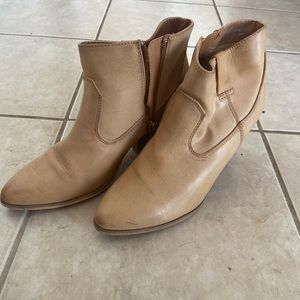Used women's boots